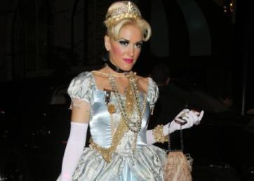 Gwen Stefani Cinderella Cosplay