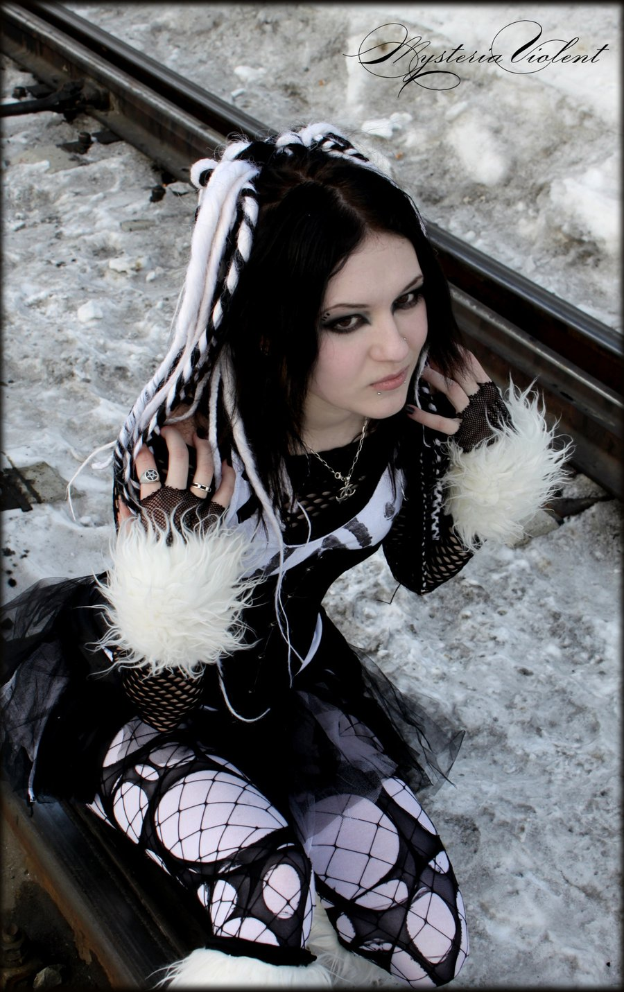black_and_white_cyber_goth_by_mysteria_violent