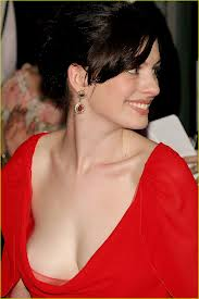 anne hathaway's boobs