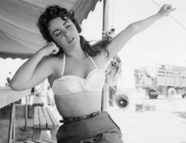 1950s-black-and-white-elizabeth-taylor-retro-vintage-Favim.com-66657