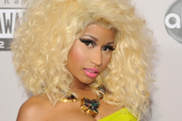 Nicki-Minaj-pink-gold