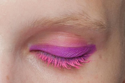 pink wave eye shadow
