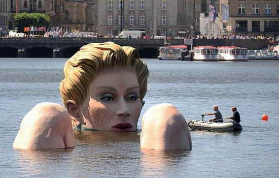 giant sea woman statue