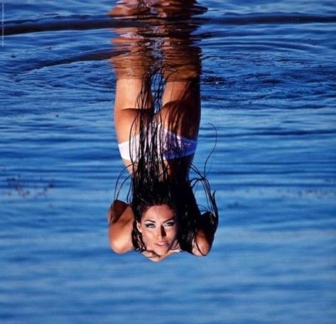 girl_under_water